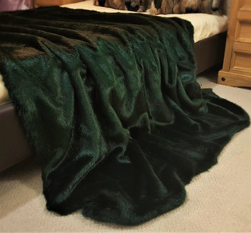 SALE Lap Hunter Green Faux Fur Throw with Black Velboa