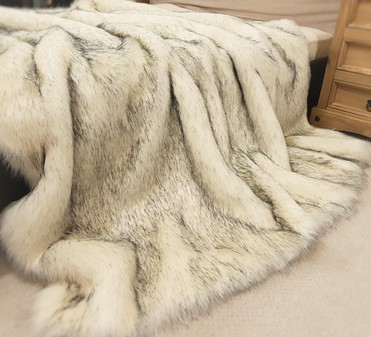 SALE Tissavel Arctic Fox Faux Fur Throws with Cream Velboa