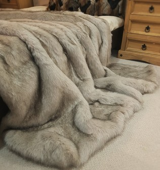 Tissavel Tundra Wolf Cream Faux Fur Throws