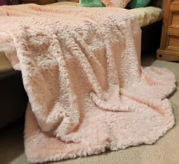 Tissavel Raspberry Ripple Faux Fur Throws
