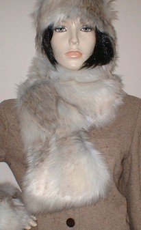 Snow Wolf Faux Fur Pull Through Collar