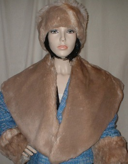 SALE Tissavel Cream Caramel Faux Fur Shawl Collar