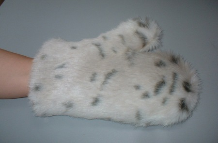 Snow Lynx Faux Fur Massage Mitt