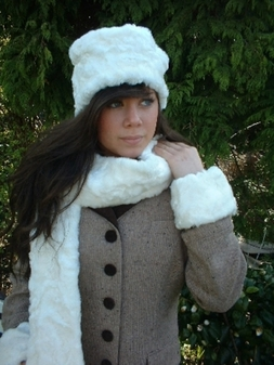 Ivory Astra Faux Fur Traditional Scarf