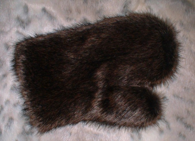 Brown Bear Faux Fur Massage Mitt