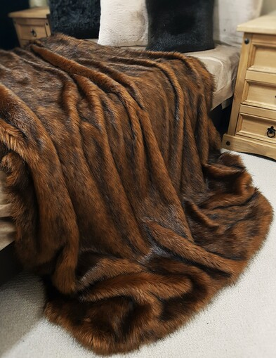 SALE Red Fox Faux Fur Throw with Chocolate Velboa