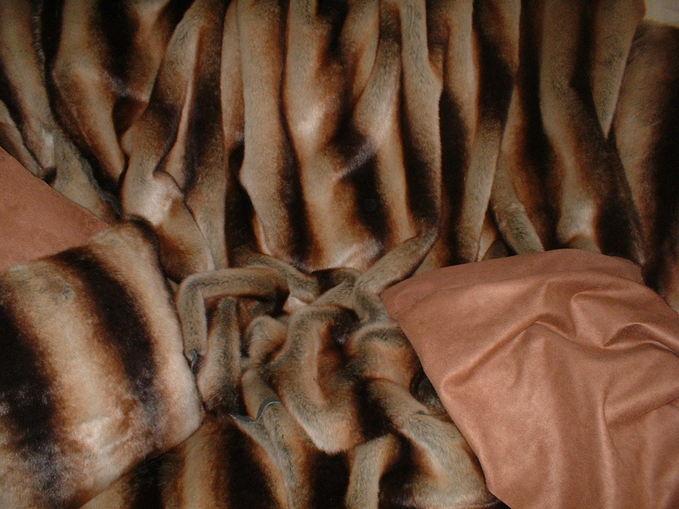 Golden Brown Chinchilla Faux Fur swatch
