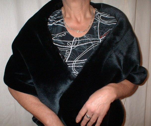Black Moleskin Faux Fur Stole