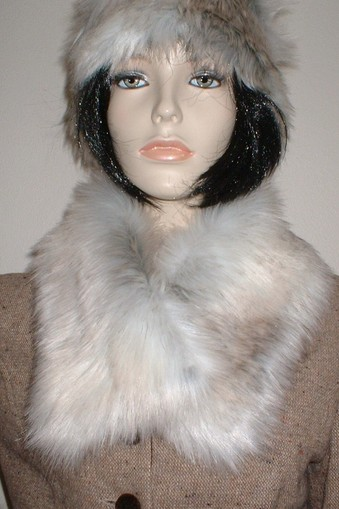 Snow Wolf Faux Fur Long Collar