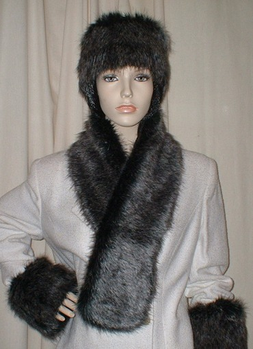 Wolfhound Faux Fur Pull Through Scarf