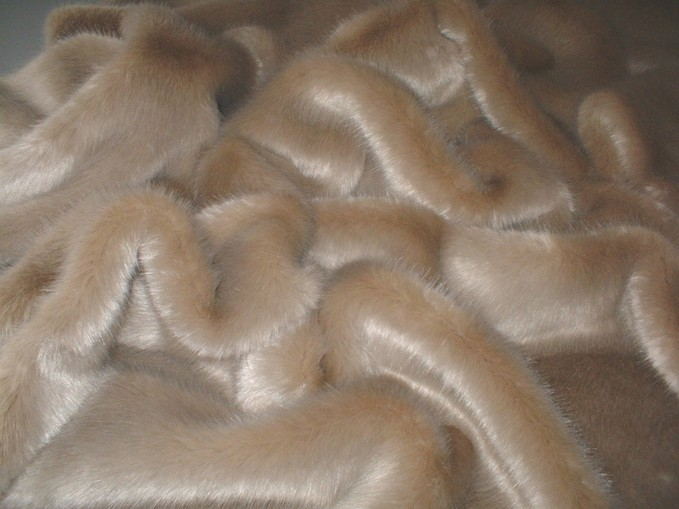 Honey Blonde Faux Fur Swatch