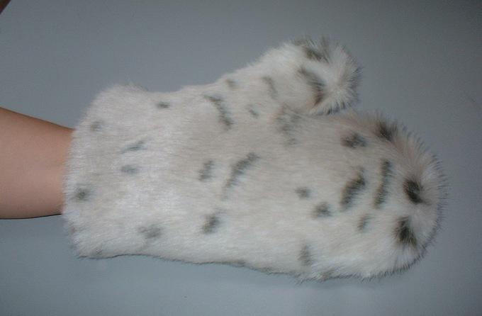Snow Lynx Faux Fur Massage Mitt